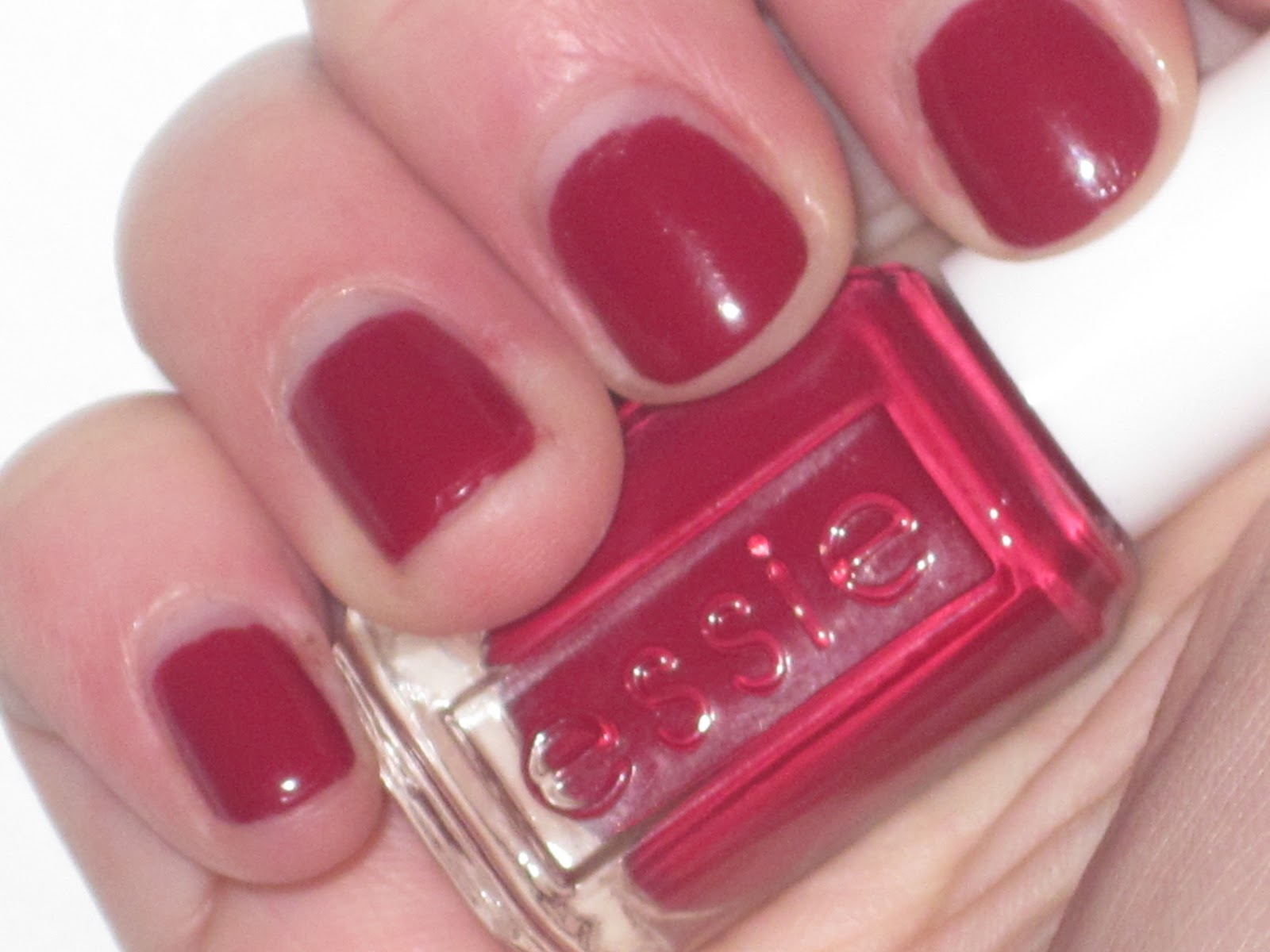 Major In Makeup Addiction: Essie Size Matters : Review and Swatches