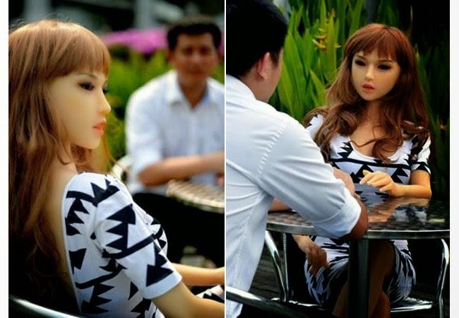 Menghebohkan Pria Singapur Ini Berpacaran Dengan Boneka