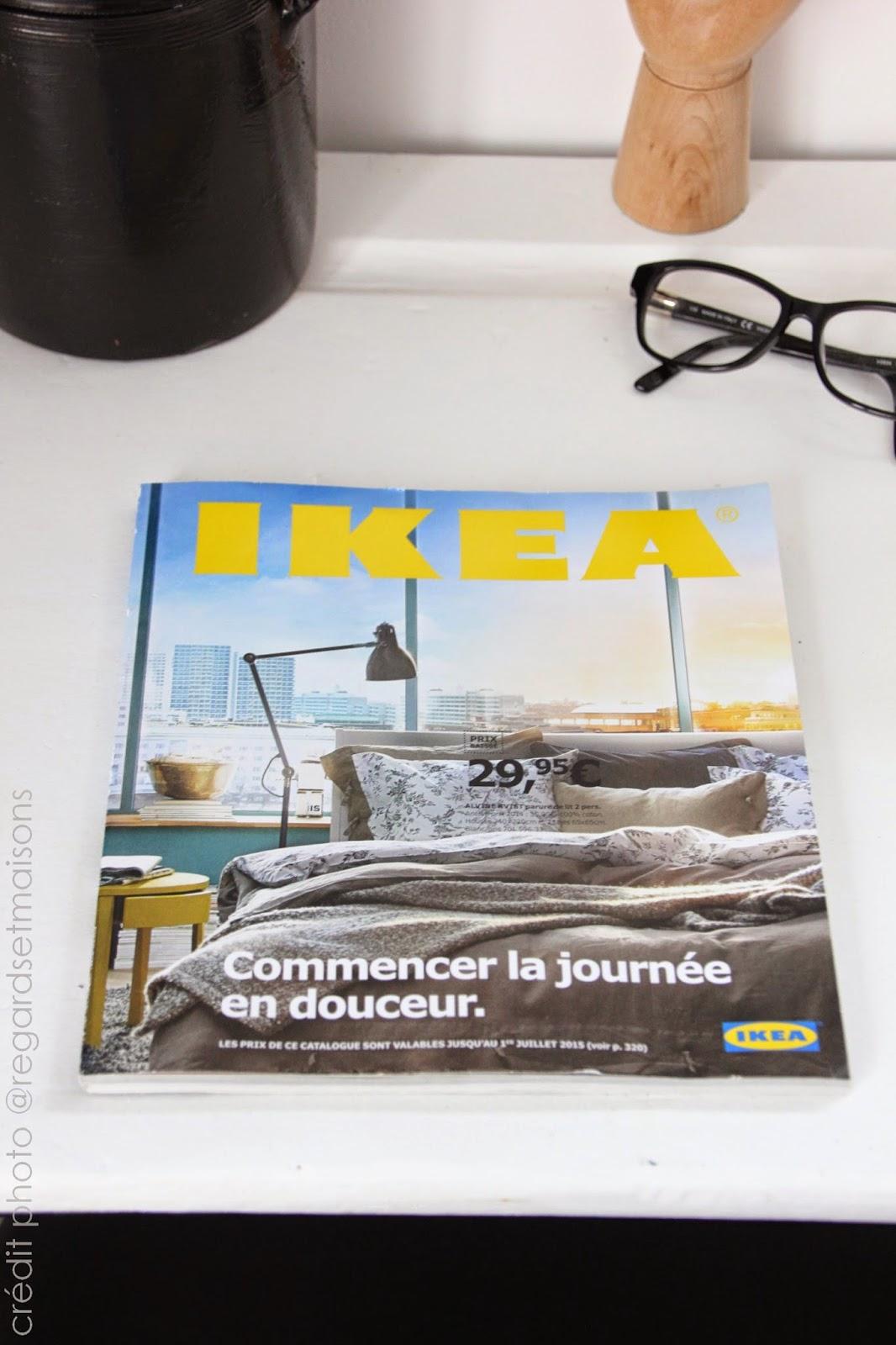 regardsetmaisons le nouveau catalogue ikea sur mon bureau. Black Bedroom Furniture Sets. Home Design Ideas