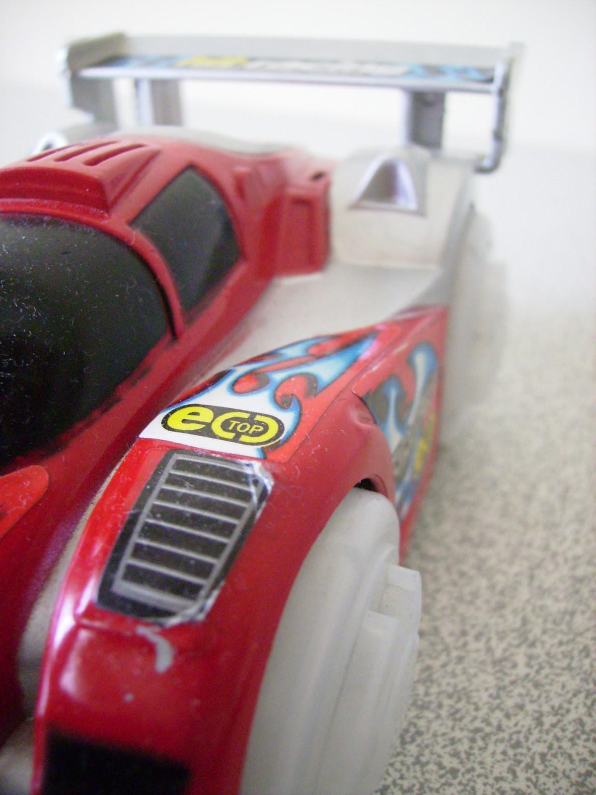 kırmızı yarış arabası, oyuncak araba,