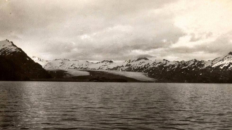 Las huellas del cambio climático en Alaska durante más de 100 años Yalik+Glacier+(1909)+-+Photos+of+Alaska+Then+And+Now.+This+is+A+Get+Ready+to+Be+Shocked+When+You+See+What+it+Looks+Like+Now.