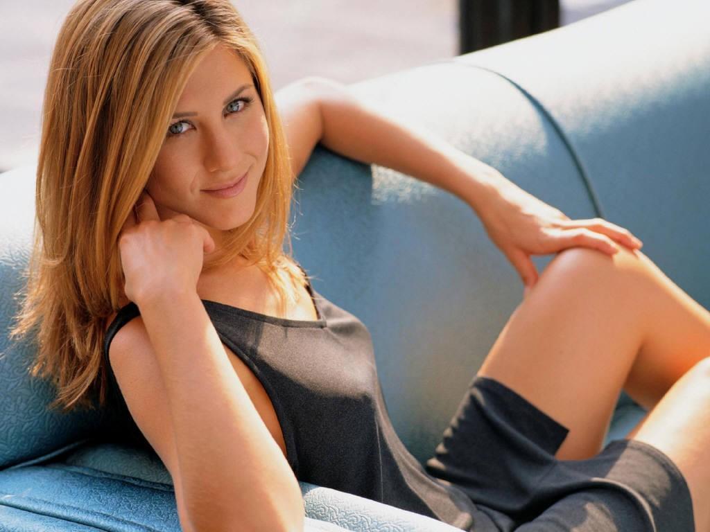 Chilling Jennifer Aniston Hot Pics 2012 - Currentblips Snap