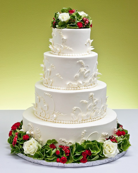 Winter Wedding Cakes There 39s several altered options for winter bells cakes