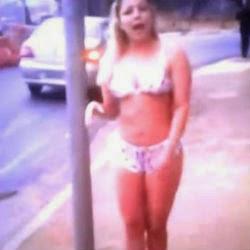 #loiradelicia Mulher faz protestos inusitado na rua