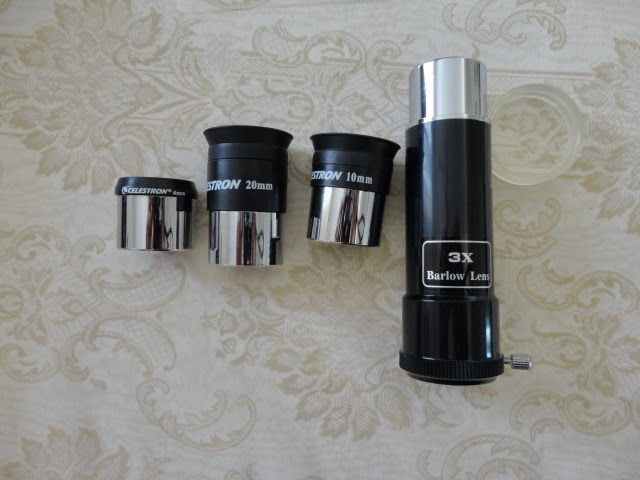 Eyepieces and barlow lens of the travel scope.