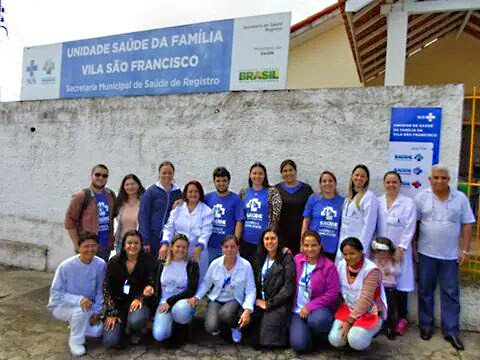 Equipe do Ministério da Saúde e funcionários da Unidade de Saúde da Vila São Francisco durante avaliação do PMAQ realizada em maio deste ano