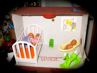 caja de cartón habitación del bebe