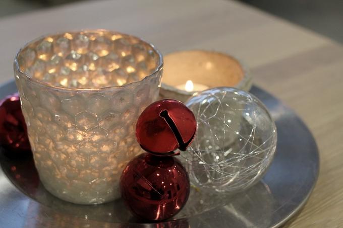 tuikkuasetelma, kynttiläasetelma, joulukoristeet