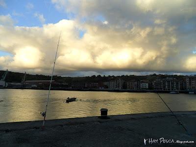 Pescando al atardecer en la desembocadura del Galindo