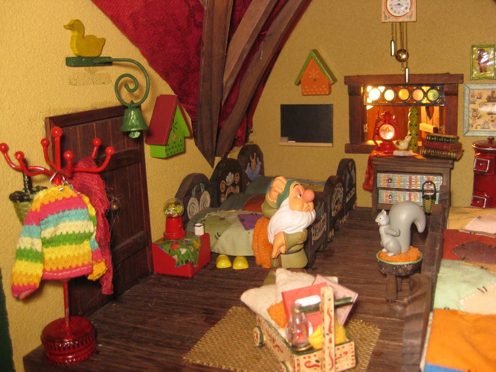 Escenas sobre el libro y la literatura en miniatura for Casa enanitos