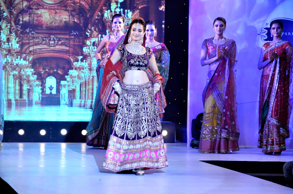 Ameesha Patel walks the ramp for H.V. Jewels
