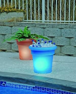 Ideas simples para iluminar el patio casas ideas - Luces navidenas solares ...