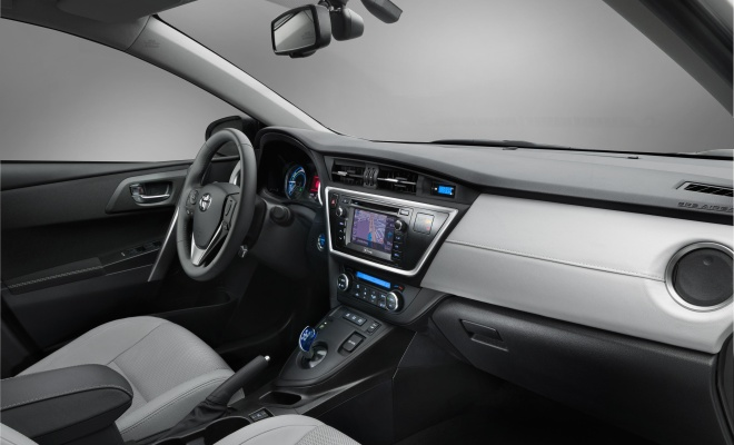 2013 Auris Hybrid: interior