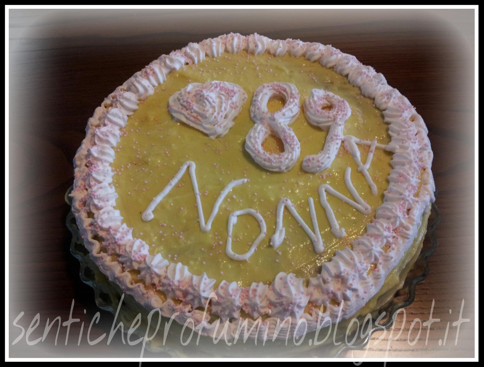 Torta di compleanno della nonna pandispagna con crema - Colorazione pagina della torta di compleanno ...