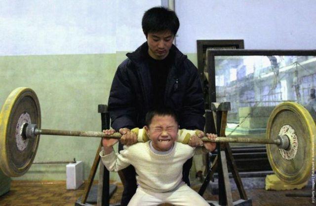 الصين وكيفية صناعة الأبطال الألومبيين China-gymnasium-Olympic-children-40