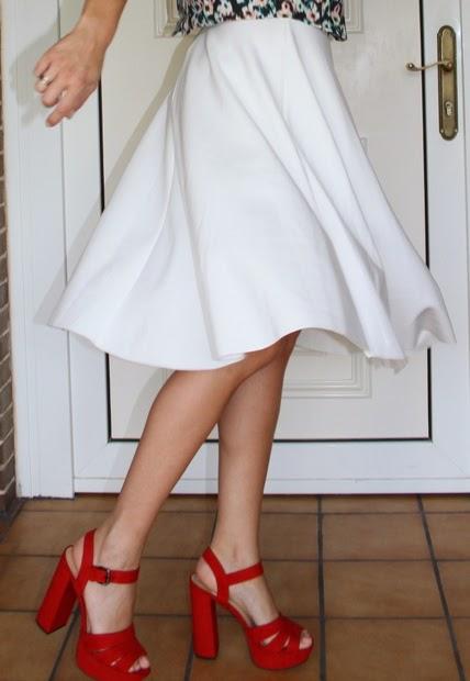 falda midi blanca vuelo