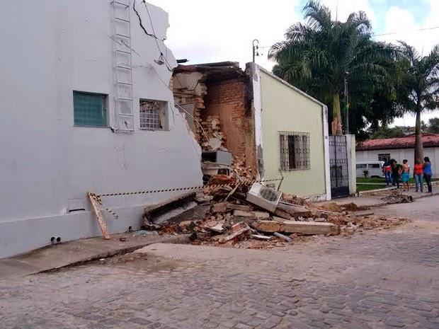 Moradores relataram quatro explosões durante a madrugada (Foto: Genebaldo Santos/Berimbau Notícias)