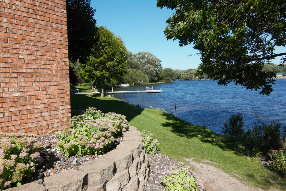 SALE PENDING 1BR/1BA Condo--On Tanners Lake!