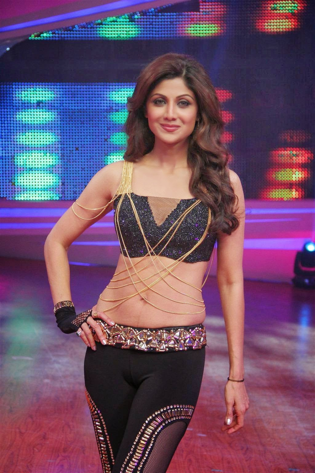 Shilpa Shetty cameltoe pics in tight yoga pants underwear cut visble