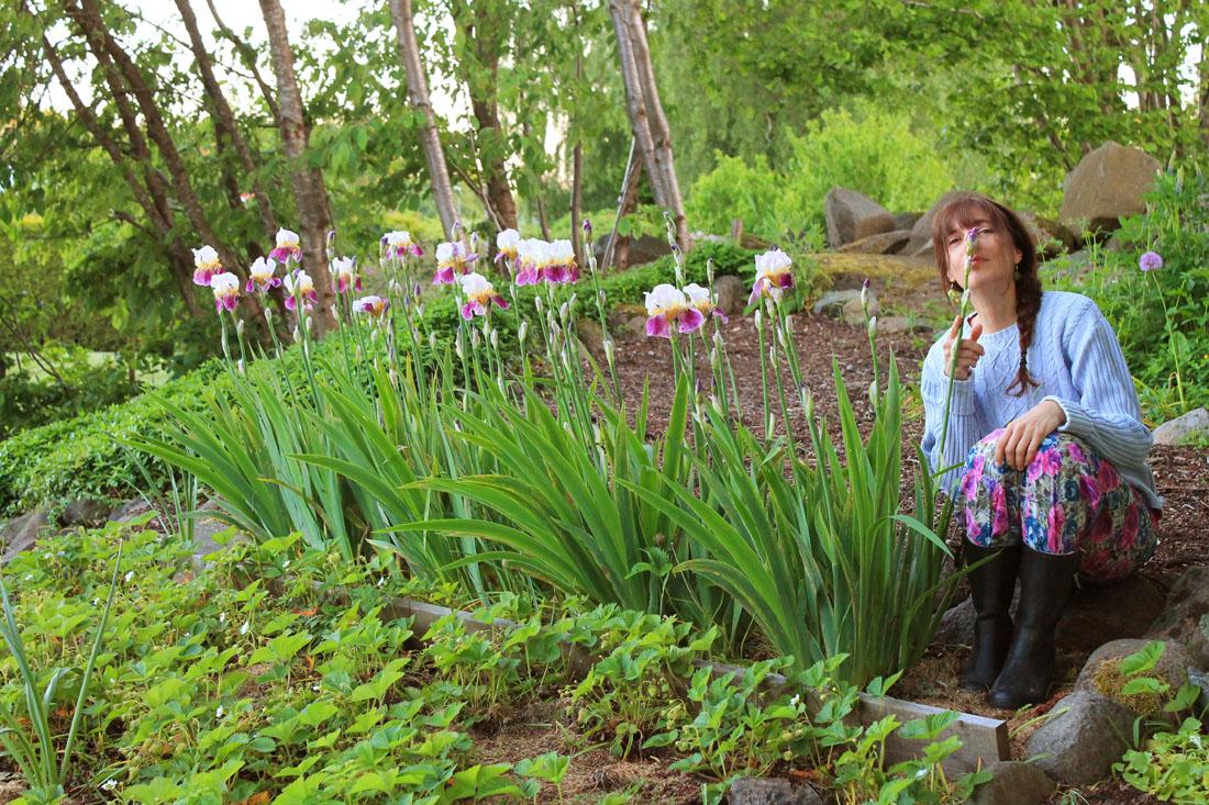 Io tra gli iris fioriti