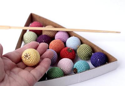 https://www.etsy.com/listing/249587995/christmas-crochet-colorful-balls?ref=shop_home_active_19