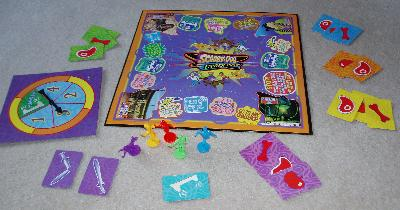 Scooby-Doo Cyber Chase board game contents.