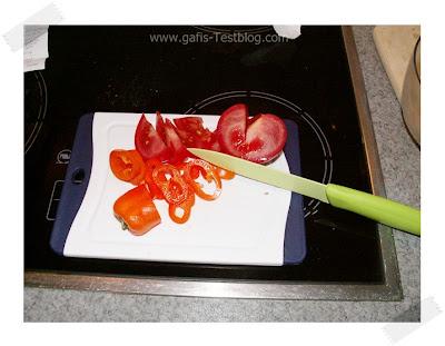 Culinario Mukizu Gemüsemesser und Kunststoff Schneidebrett mit Microban im Einsatz