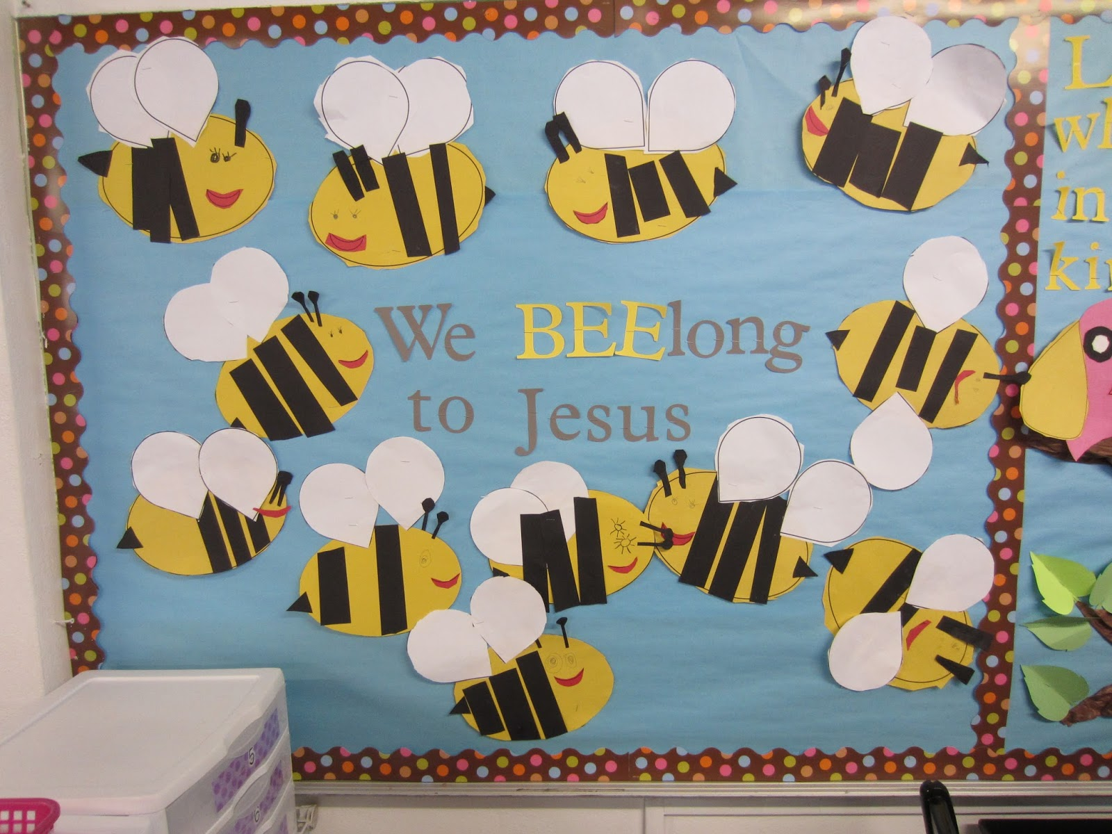 Bee Bulletin Board and a Freebie! - Mrs. B's Beehive