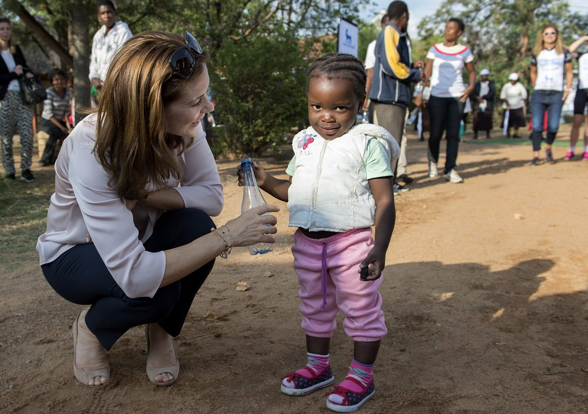 Crown Princess Mary and the Minister for Trade and Development began visit to South Africa.
