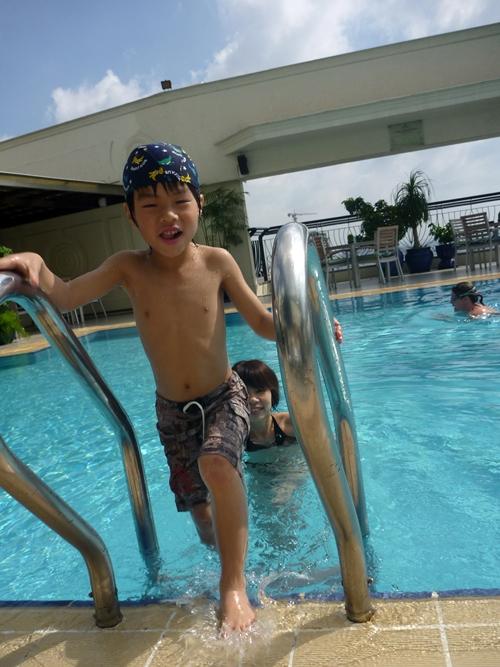 ルネッサンス リバーサイド サイゴン(RENAISSANCE RIVERSIDE HOTEL SAIGON ) プール