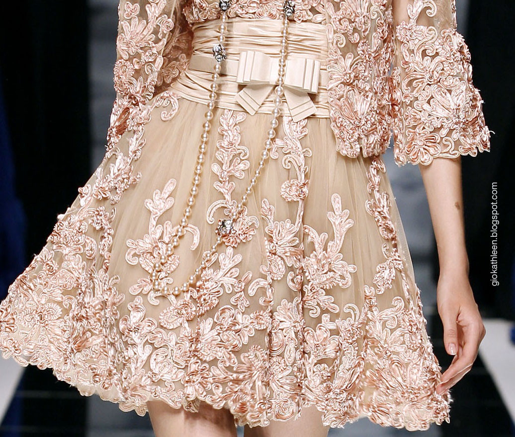 Close up zuhair murad fw2010 2011 haute couture for Haute couture translation