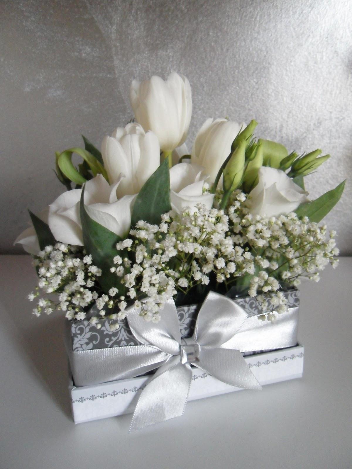 le cose di lini centrotavola e segnaposti con i fiori