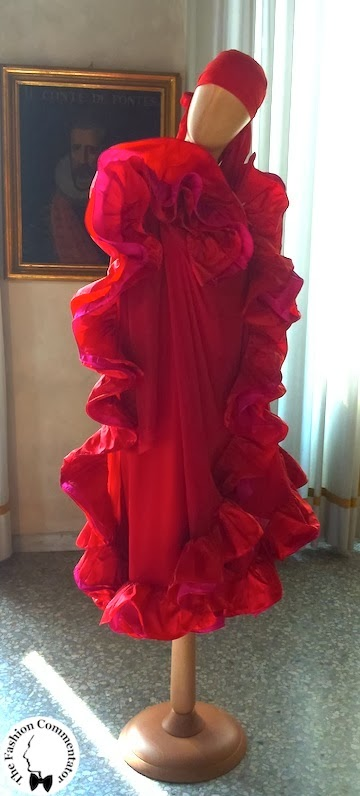 Valentina Cortese - Mostra Milano - Roberto Capucci red dress