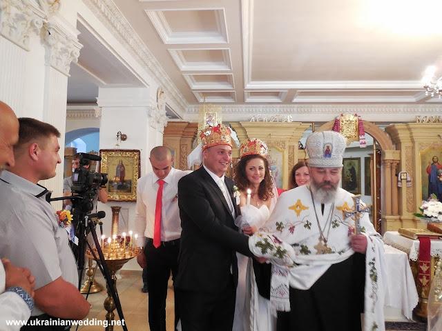 Українське весілля, вінчання у церкві