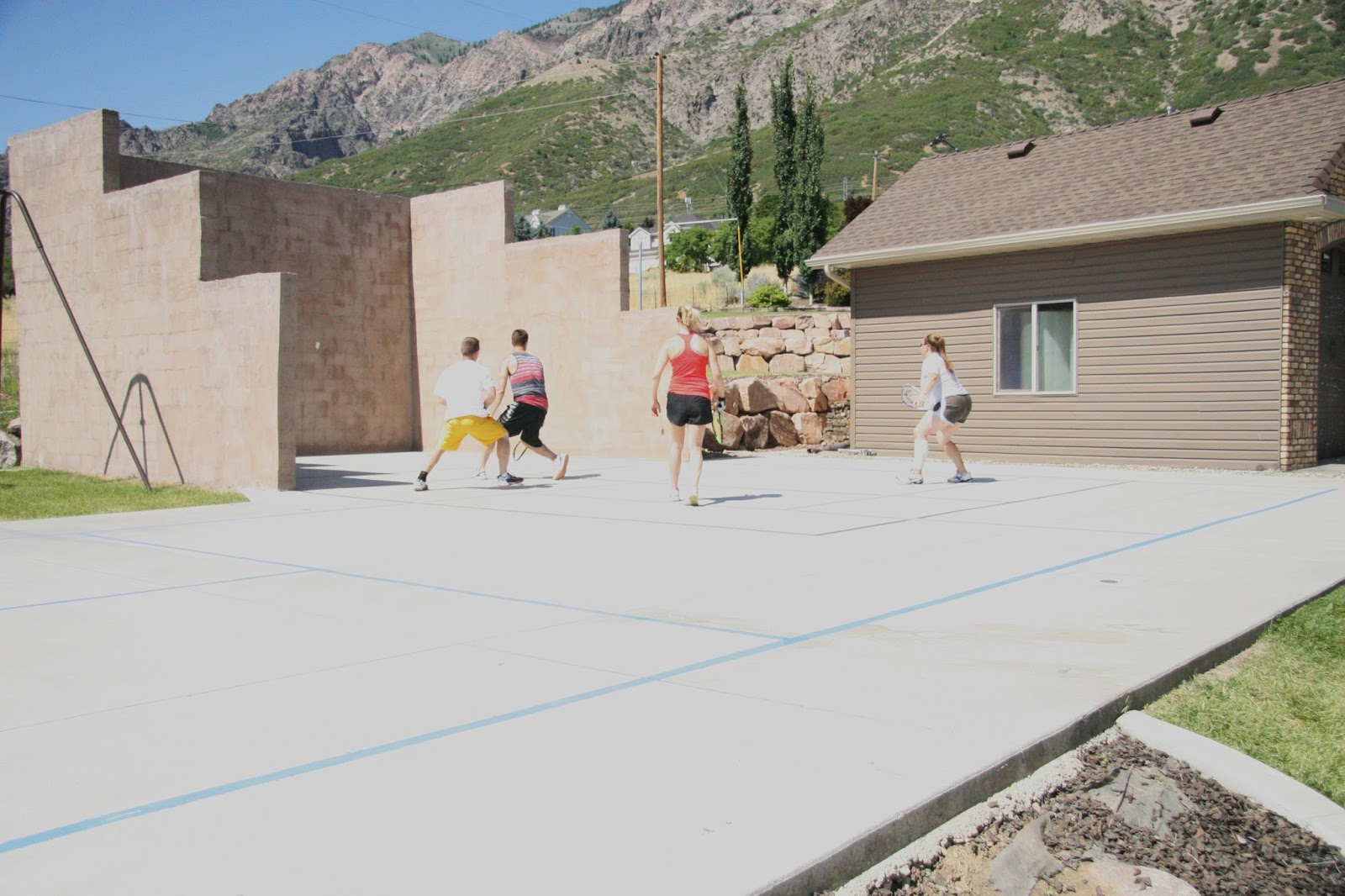 Diy projects building an outdoor racquetball court for Racquetball court construction cost