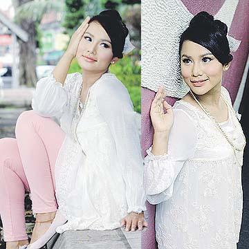 Elly Mazlein Seksi Hot Artsi Malaysia