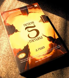 Judul Novel: Negeri 5 Menara Pengarang : A. Fuadi Penerbit : Gramedia Pustaka Utama Tahun Terbit : Agustus 2010 Kota Terbit : Jakarta Jumlah Halaman : 424 halaman + xi