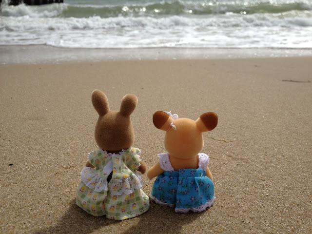 Sylvanian Families Beach Seaside Dappledawn Rabbit Fielding Buckley Deer