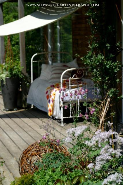 ein schweizer garten tsch ss mai hallo juni. Black Bedroom Furniture Sets. Home Design Ideas