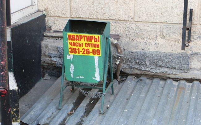 Реклама на урне в городе