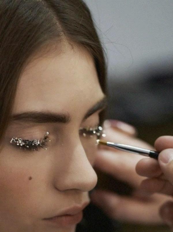 Usar glitter na maquiagem