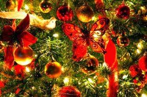 cuales son los adornos tipicos de la navidad regalos