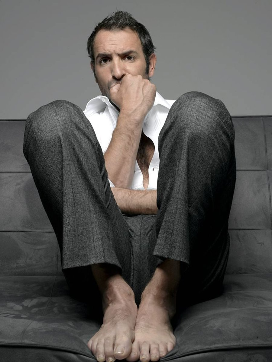 Straight jock feet jean dujardin best actor feet for Jean dujardin photo