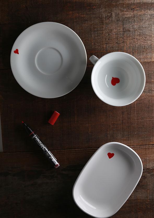 loica-branca-decoracao-dia-sao-valentim-coracoes-vermelhos