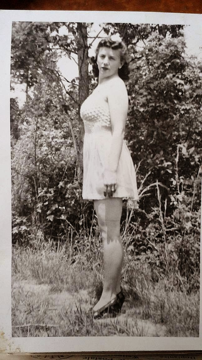 1940's pin-up style amateur photocard