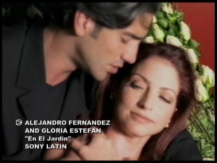 Alejandro Fernandez y Gloria Estefan - En El Jardín (Screenplay ...