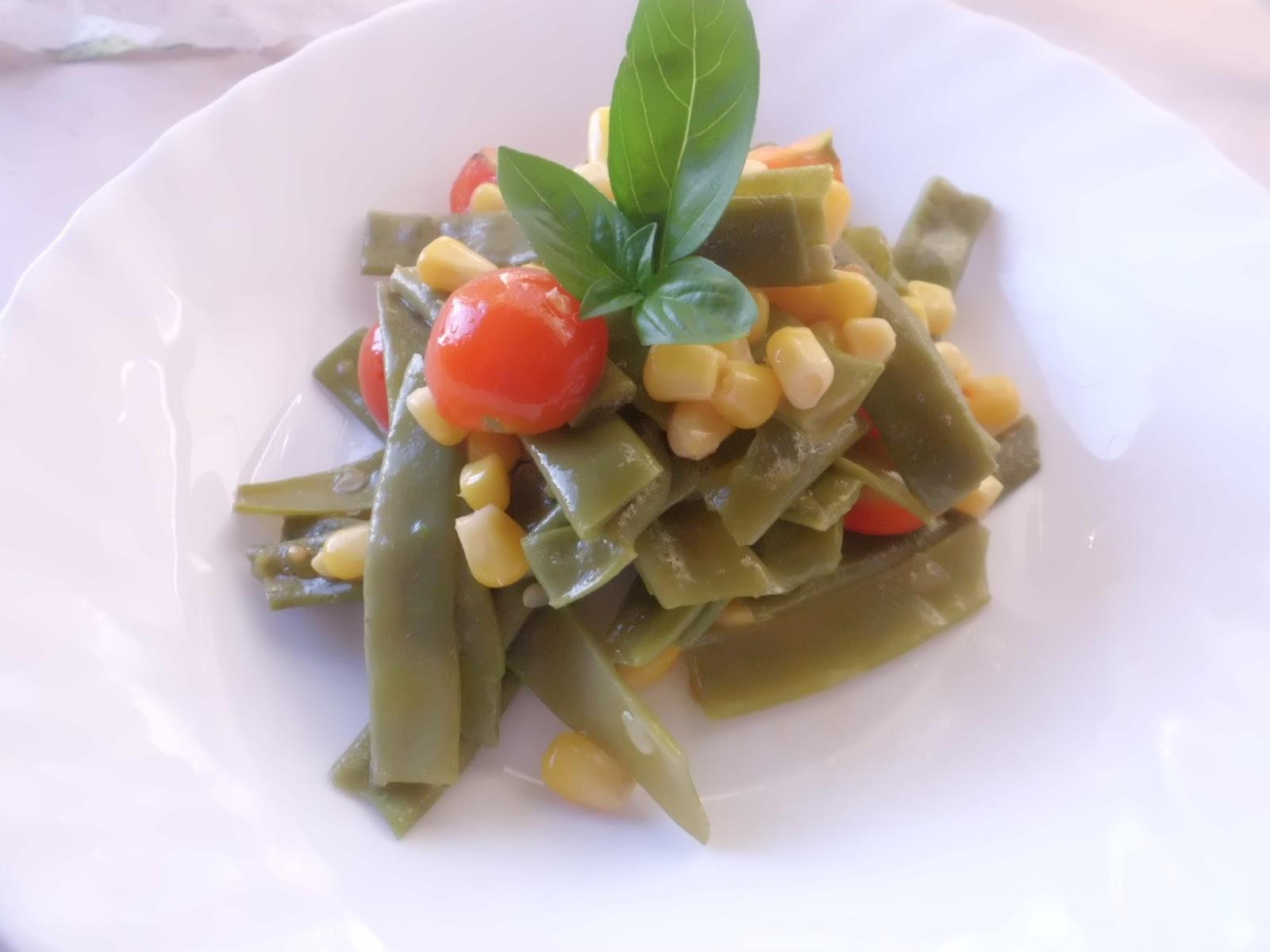 insalata fresca di taccole all'aroma di basilico