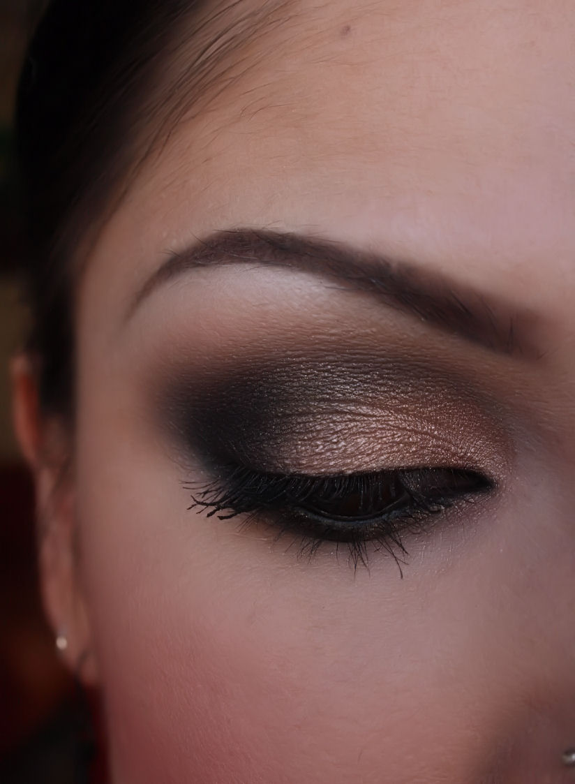 Make-up Artist Me!: Black and Shimmery nude smokey eye ...