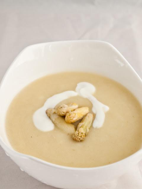 białe szparagi zupa krem