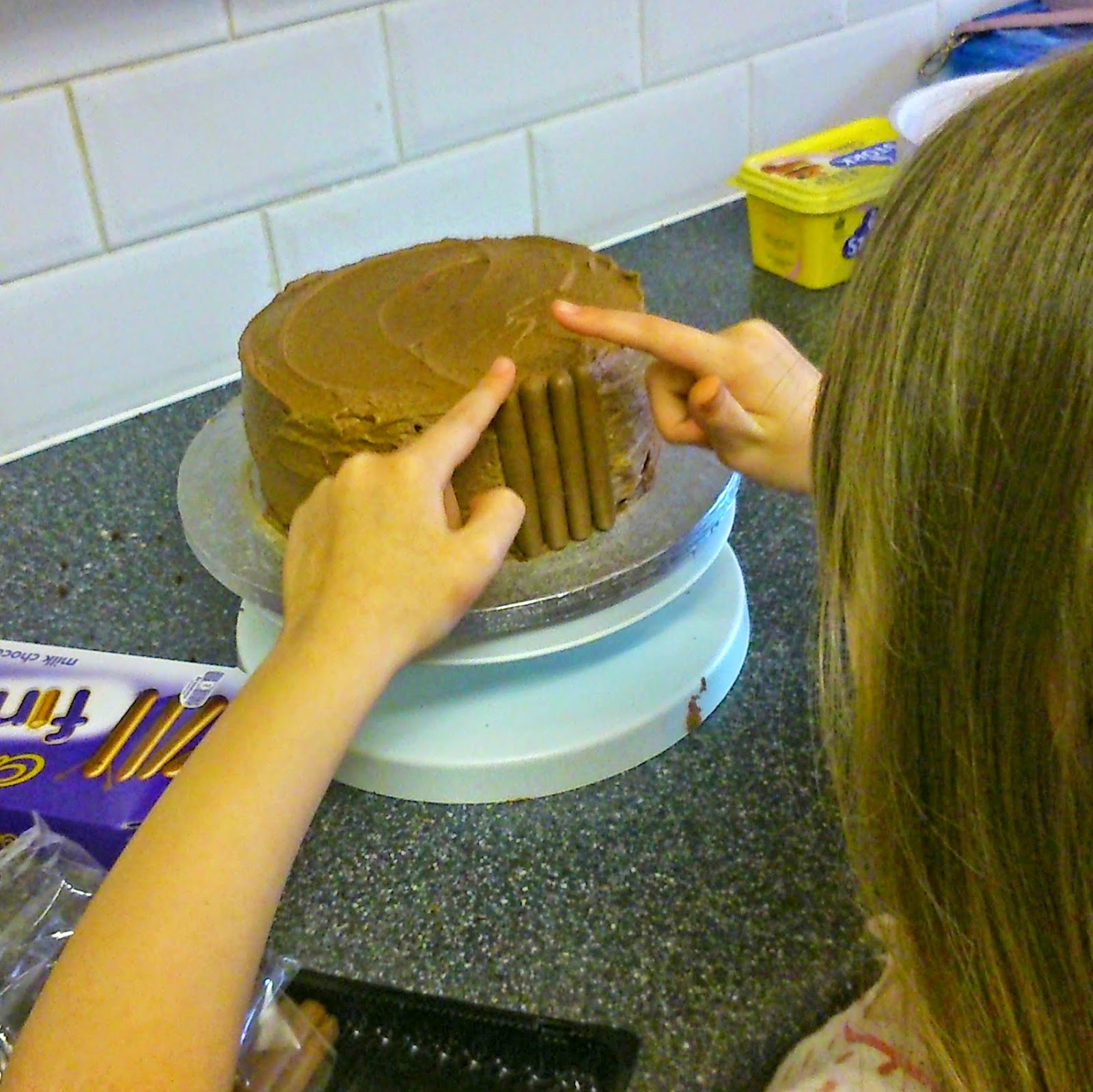 Cake Decor Colwyn Bay : Raisie Bay - A Family and Lifestyle Blog : Kids in the Kitchen - Chocolate Overload Cake